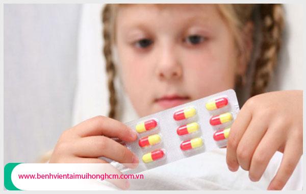 Lưu ý khi dùng thuốc kháng sinh điều trị viêm amidan