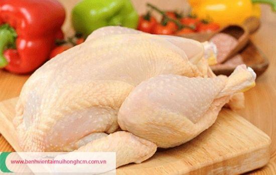 Người bị viêm họng có nên ăn thịt gà không, vì sao?