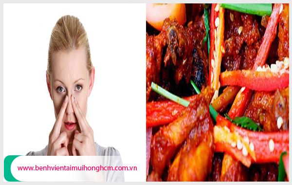 Cần tránh những thực phẩm cay và nóng